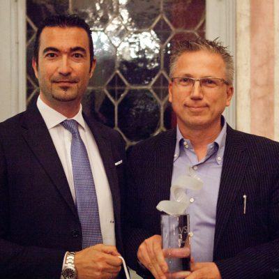 MIGLIORE LAMPADA  DECORATIVA IN STILE CLASSICO  GADORA  Luci Italiane Srl  Salvatore Masciulo (Amex) premia Luci Italiane