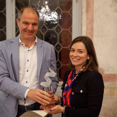 SPECIAL PRIZE:  MIGLIOR PRODOTTO INNOVATIVO TILE BAR LED  Fabbian Illuminazione Spa  Massimo Tirapelle (Digimax) premia Fabbian  Illuminazione